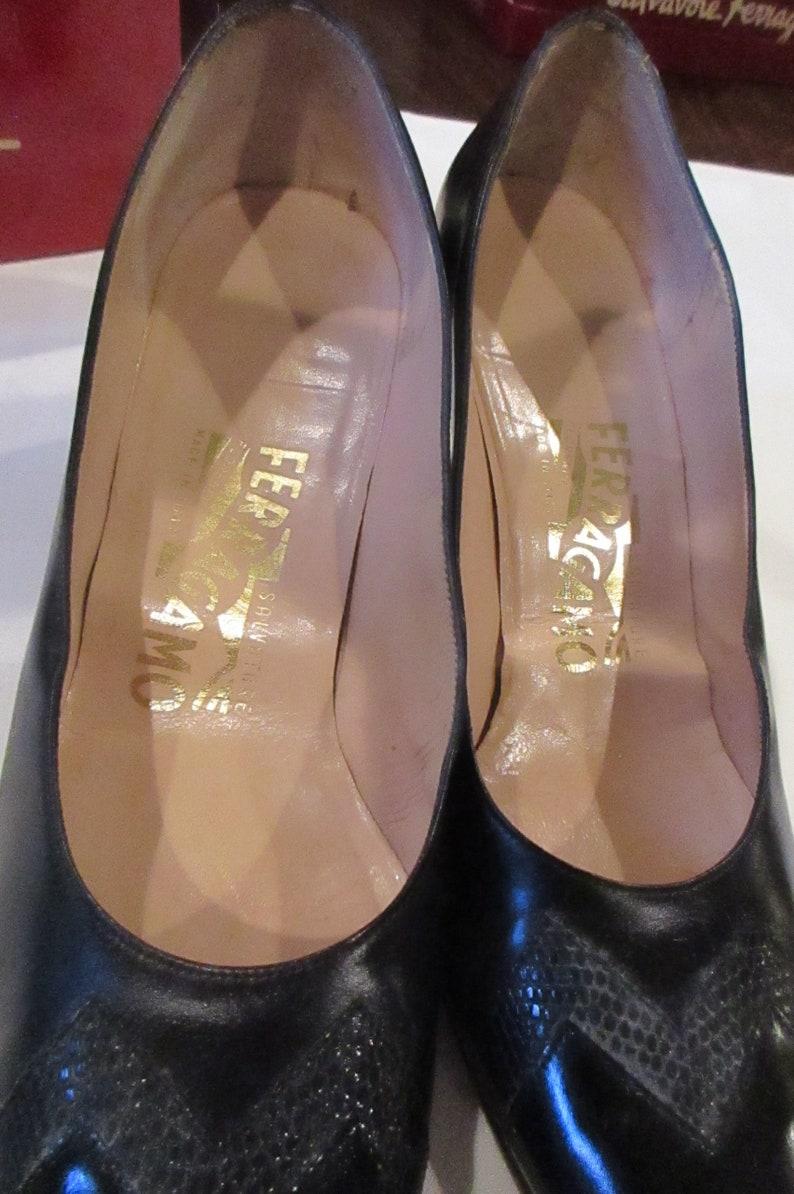 e1cd108194e6f vintage Ferragamo shoes 1980's black heels size 8 AAA lizard like zig zag  design original box