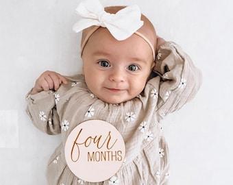 Round Wooden Monthly Milestone for Baby Photos - Baby by the Month Photo Props - Baby Milestone Cards - Baby Gift - Milestone Block