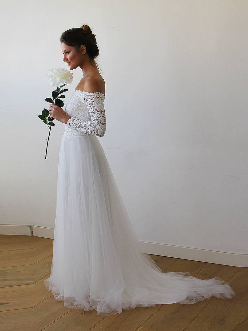 Off the Shoulder Lace Tulle Wedding Dress
