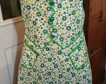 Kiss Me I'm Irish! Irish Chamber Maid St Patrick Green Apron with pockets, ties, buttons