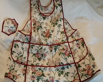 """Red Roses Over-The-Head Apron with pockets, """"L""""  (Medium height, 5'2"""" - 5'6"""", realistic weight)"""