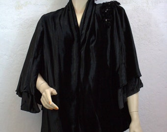 On Sale! 1930's Black Velvet Jacket - Size Small to Medium