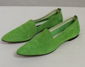 Pine green size 36.5 made in Italy 1990/'s Vintage women/'s shoes Dark green suede flats with pointed toes and golden tassels