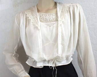 On Sale! 1910 Edwardian Vintage Cotton Blouse With Lace Trim and Sailor Collar - Size: Small