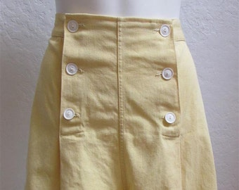 """On Sale! 1940's Yellow High Waisted Shorts / Size: 27"""" Waist"""