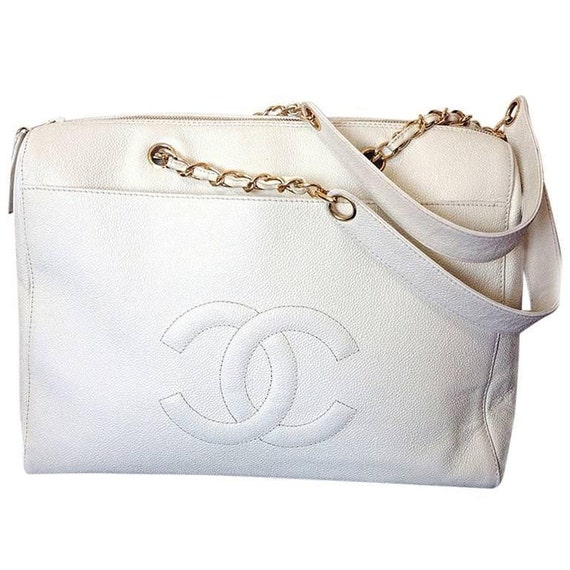 7867ff5d7012 Vintage CHANEL white caviar leather chain shoulder large