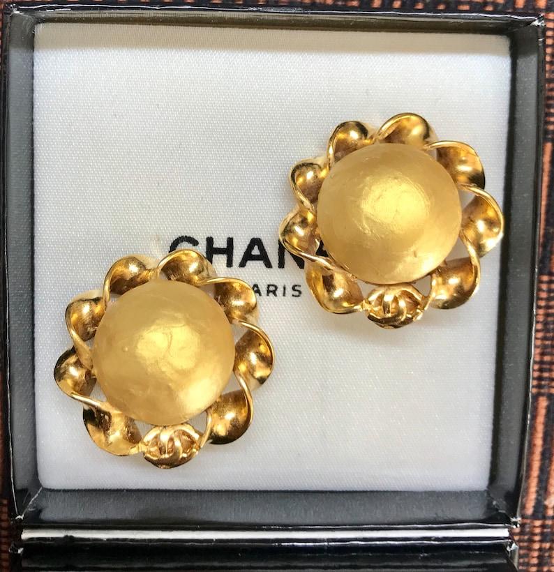 80c7e7c6e98d45 Vintage CHANEL golden faux pearl earrings. CC mark on top. | Etsy