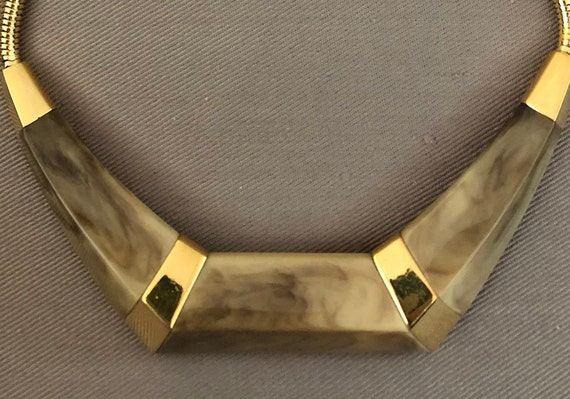MOD TRIFARI Signed Marbled LUCITE Statement Choker