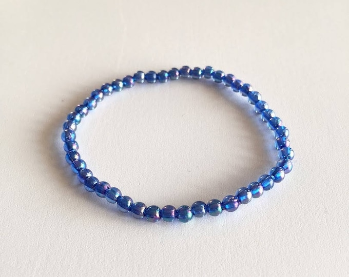 Iridescent blue glass beads bracelet