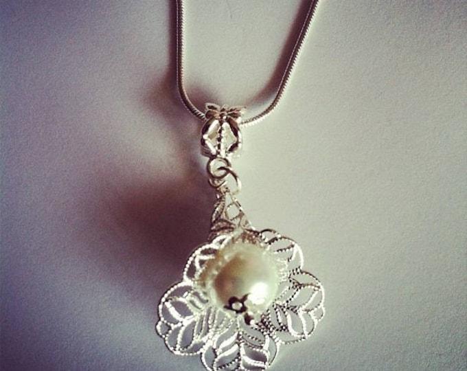 White glass bead flower pendant chain