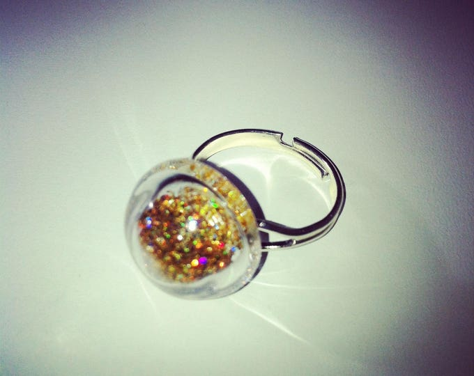 Round dome glass with holographic gold ring