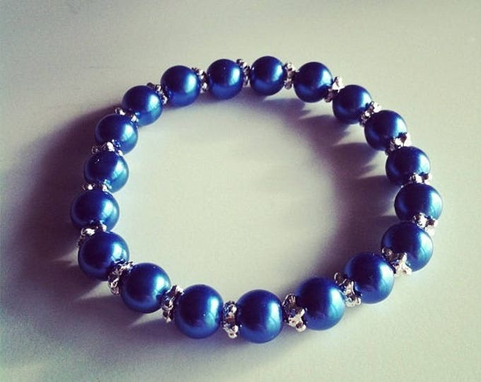 Bracelet blue beads and small silver flowers