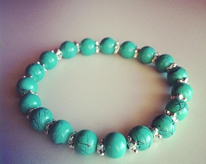 Bracelet turquoise beads and small silver flowers