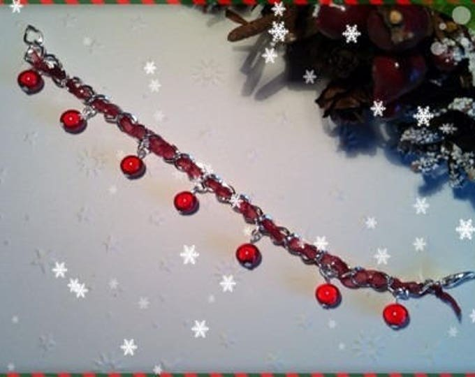 REF 97 red pearls charm bracelet