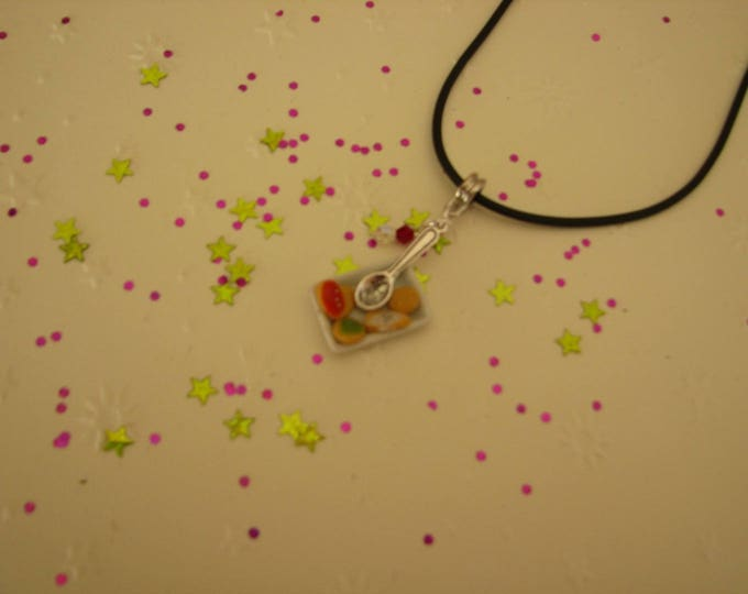 Necklace little plate of cookies Christmas ref 221