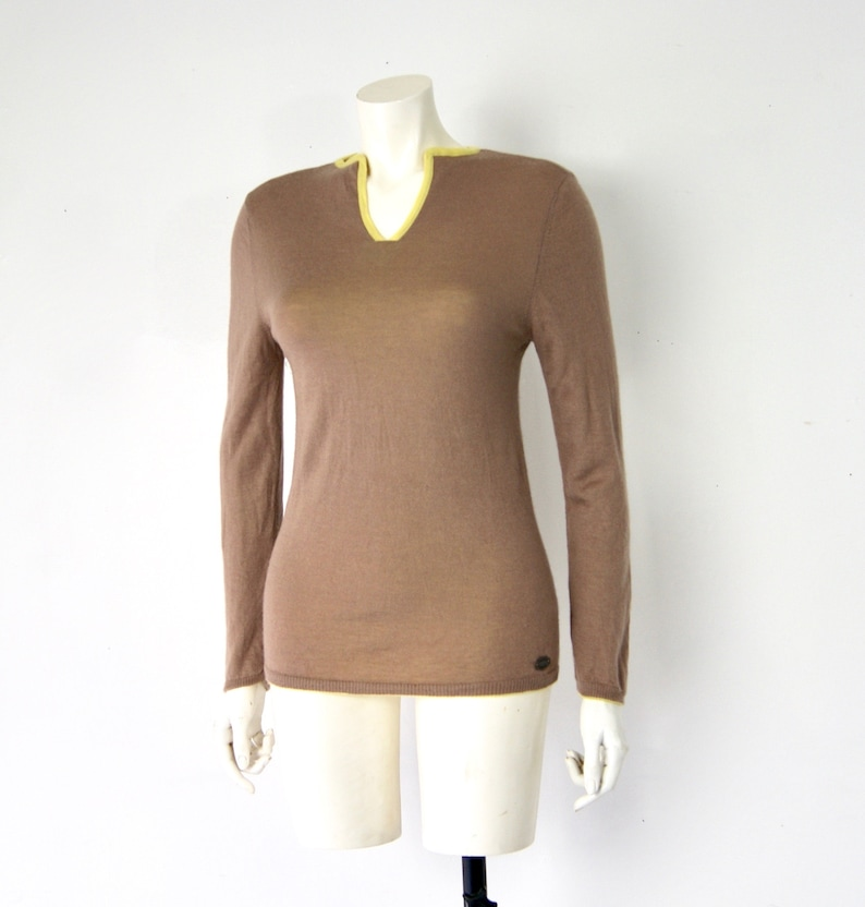 68c064797a8 CHANEL Cashmere Sweater Fully Reversible Beige And Neon Green
