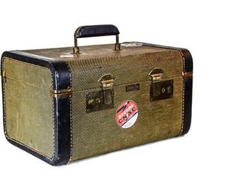 31805b69d53 Vintage Train Case -