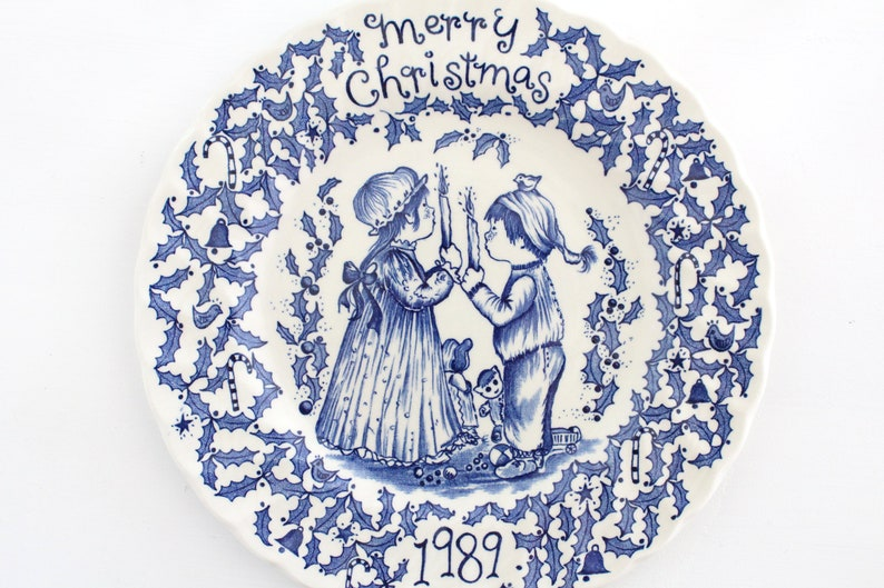 CHRISTMAS Plate by Royal Crownford Norma Sherman  Dated 1989 image 0