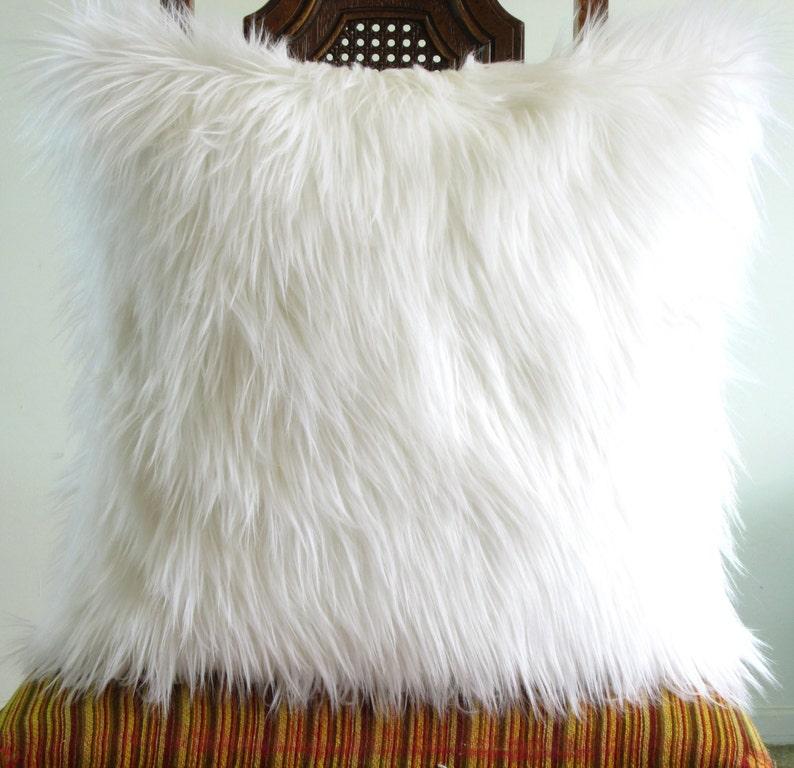 Housse de coussin fourrure blanche oreiller