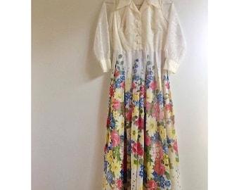 Gorgeous Vintage 50s Dress with Vibrant Floral Print.
