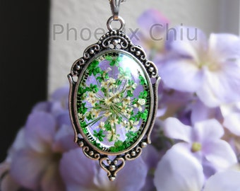 Real flower neckalce Green Pressed Flower Necklace Queen Anne's Lace Jewelry Vintage Victorian Antique Silver Statement Eco Resin Pendant