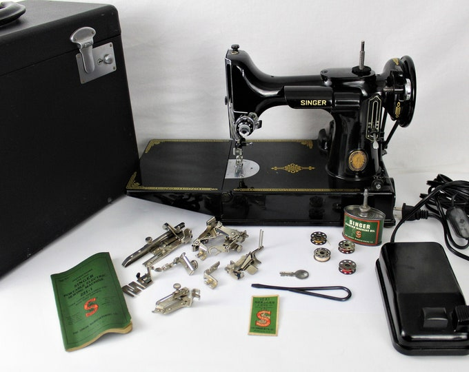 Singer Sewing Machine / Singer 221 / Precision Quilting / Singer Featherweight / Centennial Edition