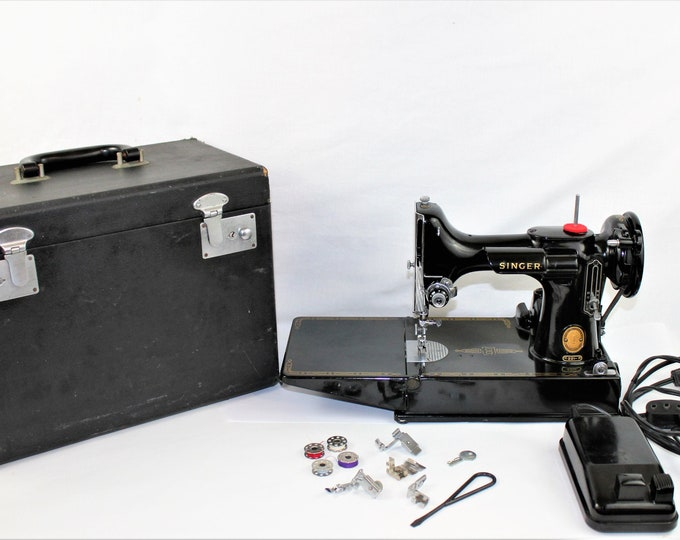 Singer Featherweight Sewing Machine / Singer 221 / Precision Quilting / Singer Featherweight / Portable Featherweight