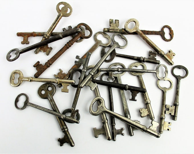 Antique Skeleton Keys / 22 Antique Keys / Rustic Skeleton Keys
