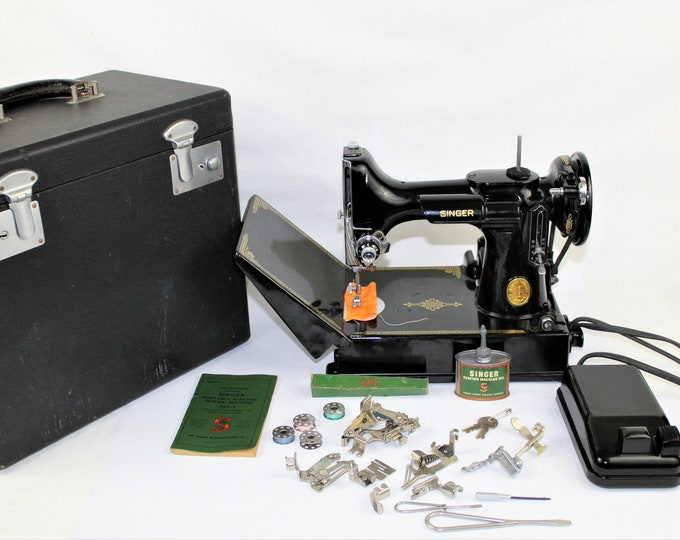 Singer Featherweight Sewing Machine / Singer 221 / Precision Quilting / Portable Featherweight / 1948