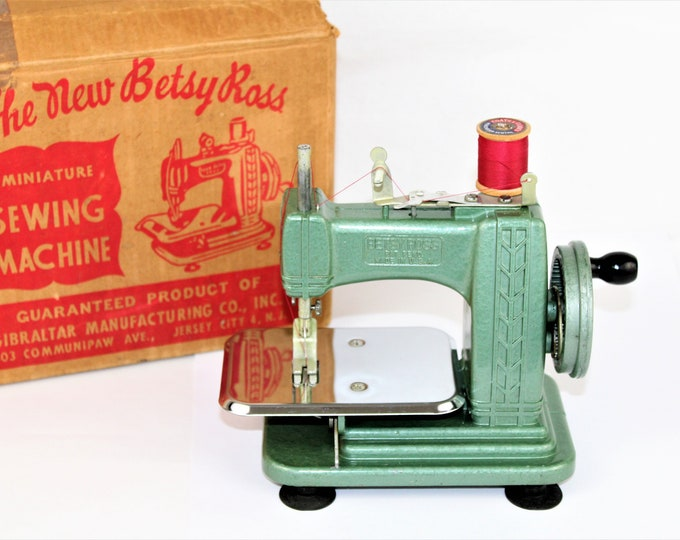 Mini Sewing Machine / 1950s Betsy Ross Sewing Machine / Childs Sewing Machine