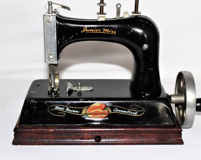 Vintage Sewing Machine, 1940s Junior Miss Sewing Machine