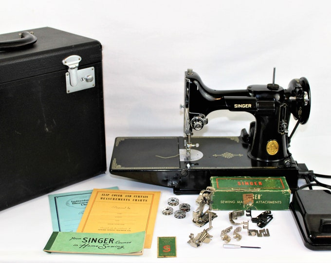 Singer Featherweight Sewing Machine / Singer 221 / Precision Quilting / Singer Featherweight / 1948