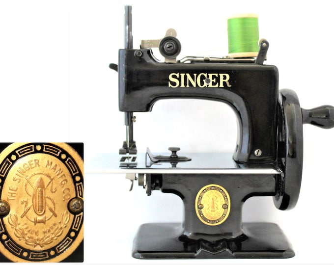 1950s Singer Sewhandy Model 20 Sewing Machine