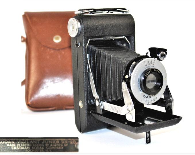 Vintage 1940s Kodak Vigilant Jr Six – 20 and Matching Leather Case, Film Camera