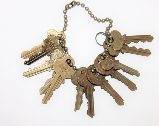"12 Old Vintage Antique Retro Mid-Century Modern Steampunk Jewelry Keys on 10"" ball style chain"
