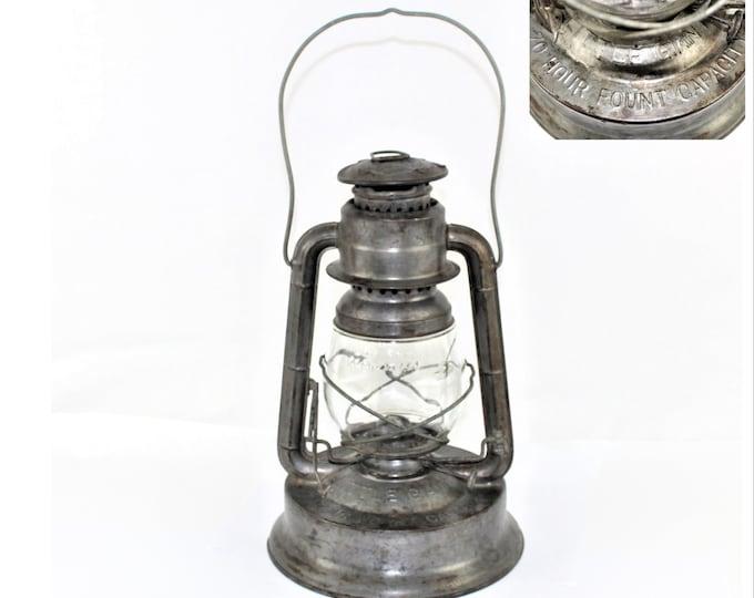 Vintage Cabin Decor / Dietz Kerosene Lantern / 1945