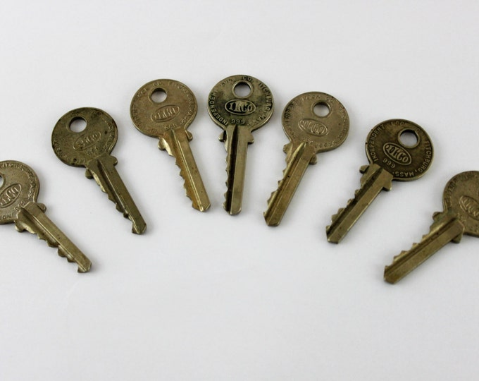 Lot of 7 Old Vintage Antique Retro Mid-Century Modern Steampunk Jewelry ILCO Keys