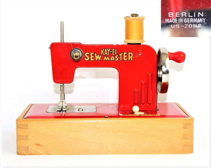 Mini Sewing Machine / 1945 KAYanEE SEW MASTER / Child Sewing Machine / Berlin Germany US-Zone