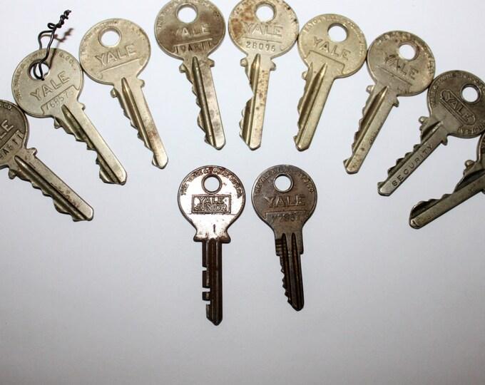 Lot of 11 Old Vintage Antique Retro Mid-Century Modern Steampunk Jewelry YALE Keys