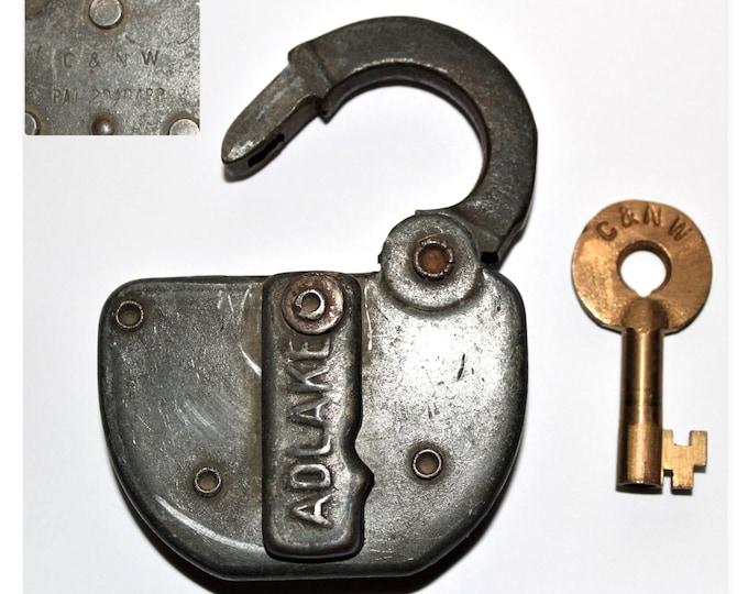Vintage lock, Chicago & Northwestern Railroad Switch lock with Key, 1944