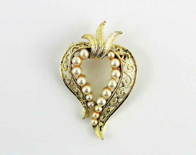 Vintage Jewelry / Mid Century Brooch / Gold tone Heart Shaped Brooch