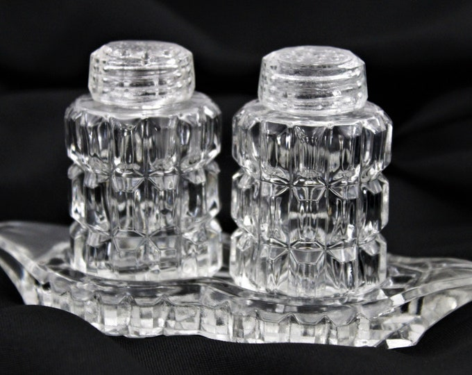 Elegant Set of 1960s Glass Salt and Pepper Shakers with a Matching Glass Tray