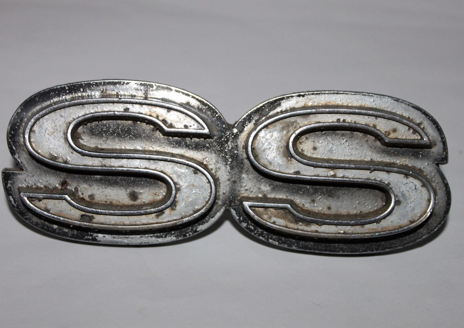Vintage 1968 69 Chevrolet Camaro Ss Grille Badge Chevy Ss
