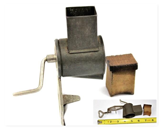 Vintage Kitchen Tool,  Mini Kitchen Spice Grinder / Nut Grinder, Kitchen Grinder