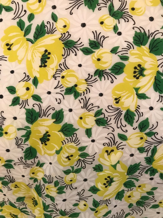 Late 1940s early 1950s yellow floral dressing gown