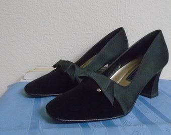 differently 9150d e24c4 Linda Scott Womans Pumps   204 Twilght 5 Black   Satin   Vel. 10 M
