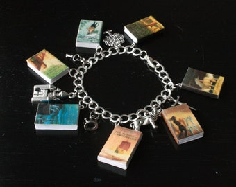 Deluxe Narnia Mini Book and Charm Bracelet