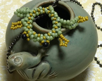 Green Beaded Frog Pendant Necklace