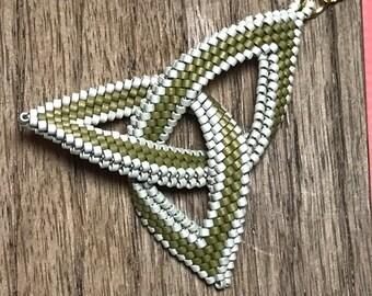 Celtic Knot Beadwoven Pendant Necklace