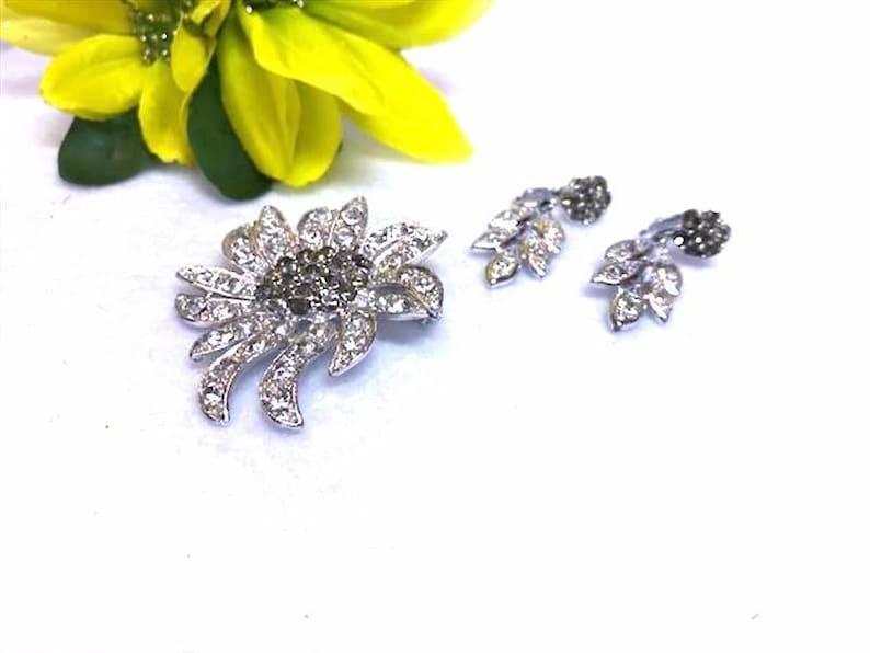 Brooch and Earrings Set  1950s   Demi-10117a-040119020 Celebrity Demi Parure Rhinestone Brooch /& Clip-on Earrings